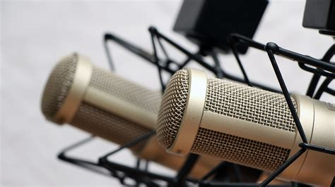 10 tips for podcasting with cohosts