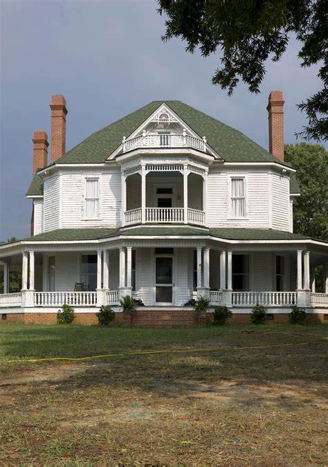 """House from """"The Walking Dead"""""""